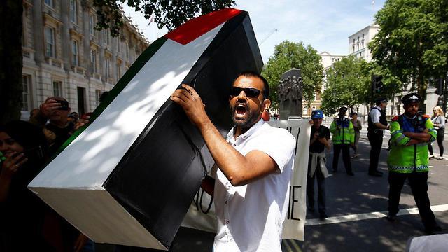 הפגנות בלונדון לקראת פגישת ראש הממשלה בנימין נתניהו ותרזה מיי ()