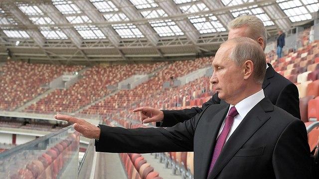 נשיא רוסיה ולדימיר פוטין אצטדיון ב מוסקבה 2017 (צילום: רויטרס)