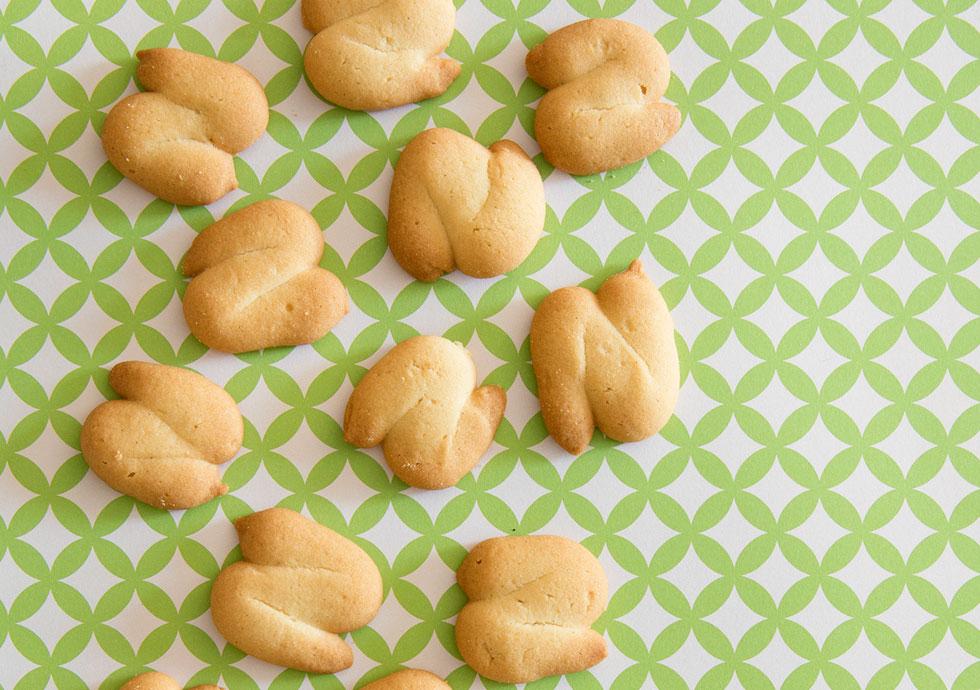 עוגיות חמאה מזולפות בניחוח תפוז (צילום: יוסי סליס, סגנון: נטשה חיימוביץ')