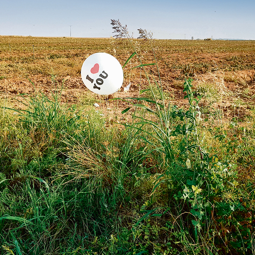 An incendiary balloon in the fields of Nahal Oz  (Photo: Roee Idan)