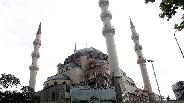 Seven mosques to be shut down (Photo: AFP)