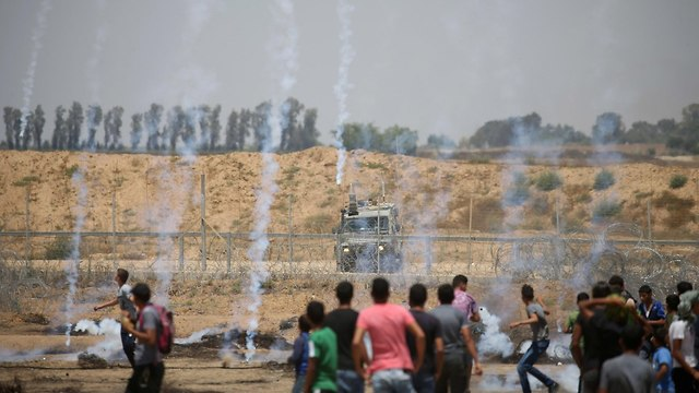 Palestinians riot on Gaza border (Photo: Reuters)