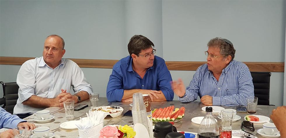 רכילות עסקית צביקה פלג, אופיר אקוניס, פרץ וזאן (צילום: יח