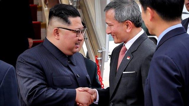 שר החוץ של סינגפור עם קים ג'ונג און ()