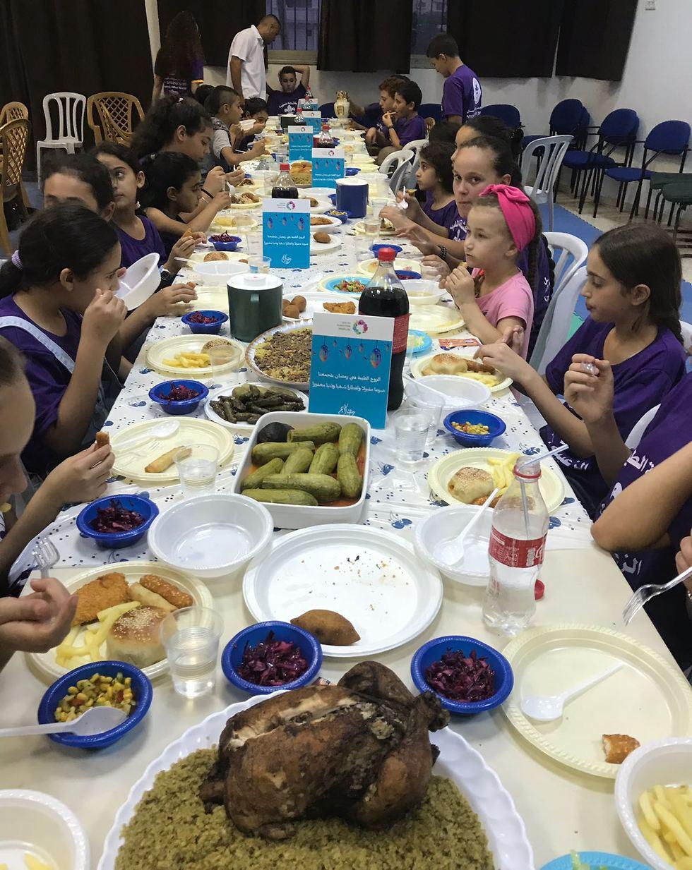 סעודת רמאדאן למען אנשים עם צרכים מיוחדים (צילום: שאדיה ג'ומעה)