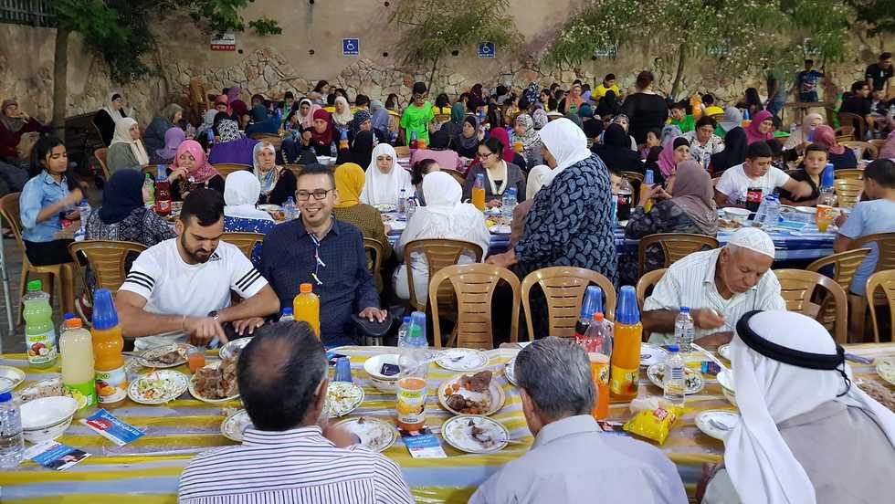 סעודת רמאדאן למען אנשים עם צרכים מיוחדים (צילום: מוחמד בכרי)