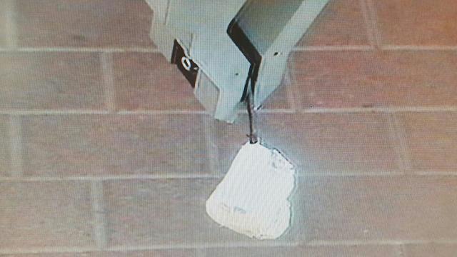 עפיפון ממלוכד מנוטרל על ידי רובוט משטרה (צילום: דוברות משטרה)