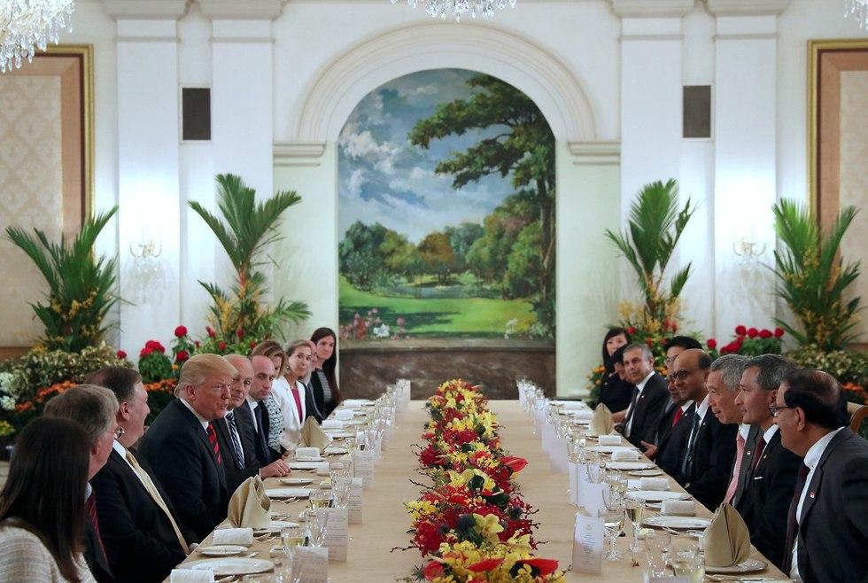 פגישת דונלד טראמפ עם נשיא סינגפור לי הסיין לונג (צילום: רויטרס)