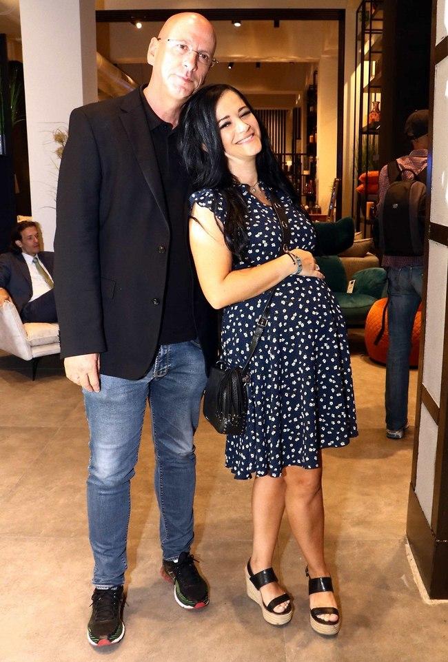 איזו בטן! מיכל מוכתר ובעלה אריק עורי (צילום: אמיר מאירי)