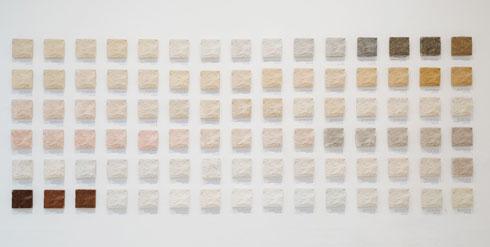 הפרויקט של אליעד מיכלי ואביאור זאדה: 90 דוגמאות של חומר גלם חדש מחומרים ממוחזרים, כתחליף לאבן טבעית (צילום: דור קדמי)