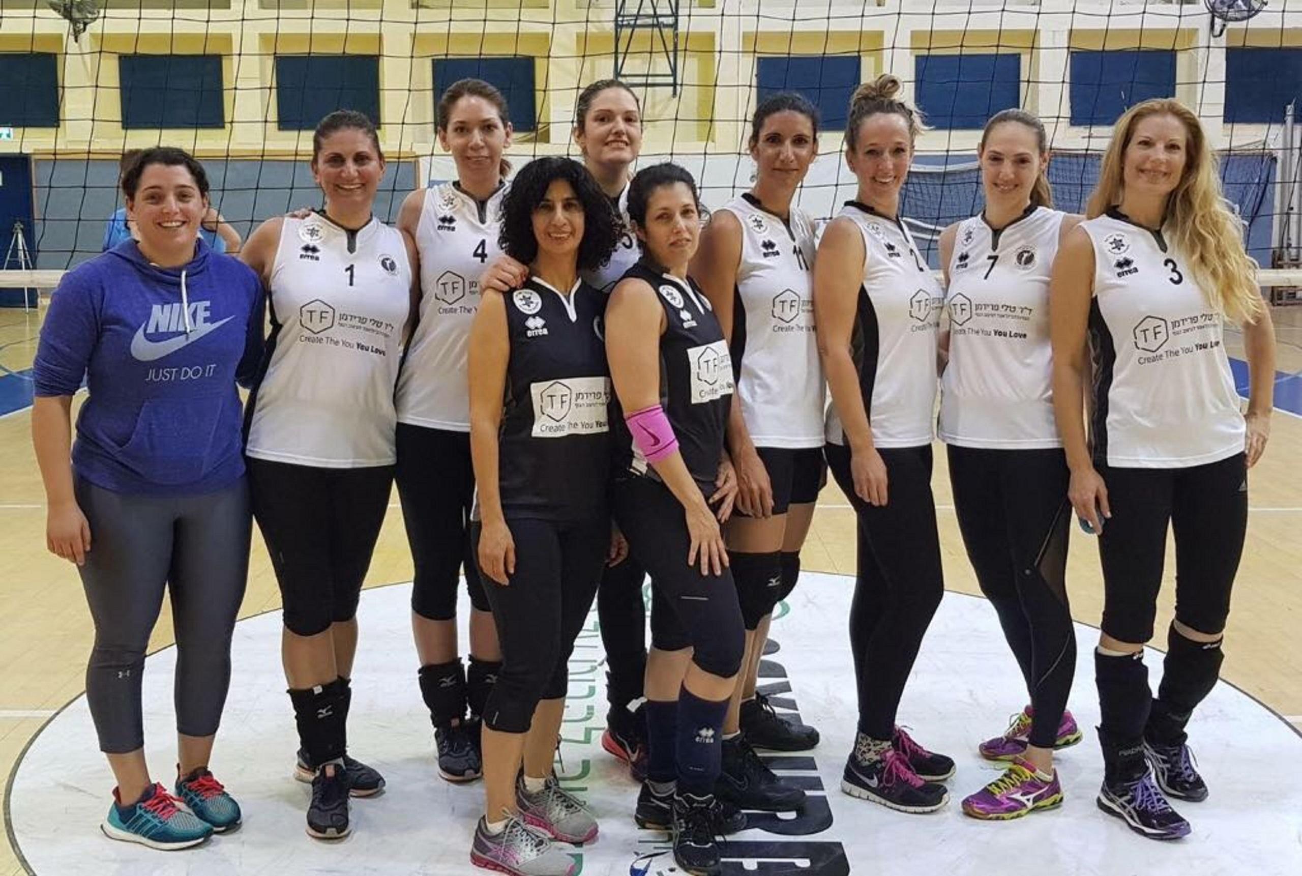 שחקניות קבוצת דורה (צילום: באדיבות איגוד הכדורשת)