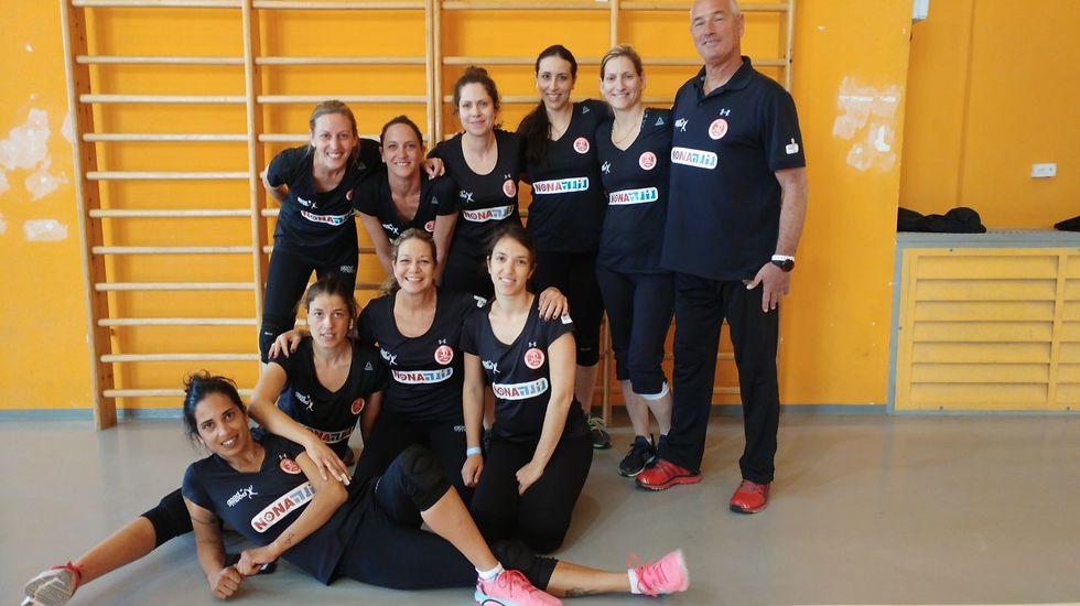 שחקניות קבוצת הפועל אורי (צילום: באדיבות איגוד הכדורשת)