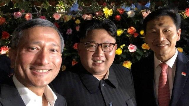 קים ג'ונג און עם ויויאן בלקרישנאן (צילום: EPA)