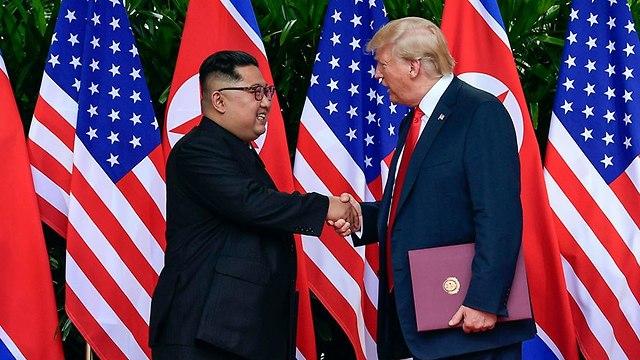 דונלד טראמפ עם קים ג'ונג און (צילום: AP)