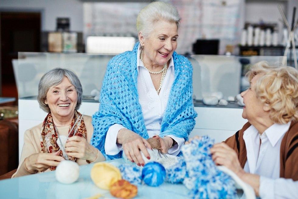 סבתא סורגת  (צילום: shutterstock)