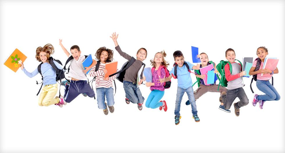 """""""אין מבחנים, אין ציונים, חלק מהתלמידים כבר החזירו את ספרי הלימוד לפרויקט השאלת הספרים אז גם אין ממש עם מה ללמוד. אווירה של חופש מתפשטת בבית הספר"""" (צילום: Shutterstock)"""