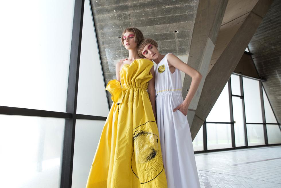 שמלה בהשראת ירקות ופירות מעוותים, שנראית מזמינה יותר בגרסתה המסחרית. עיצובים של כליל שילה (צילום: גיא נחום לוי)