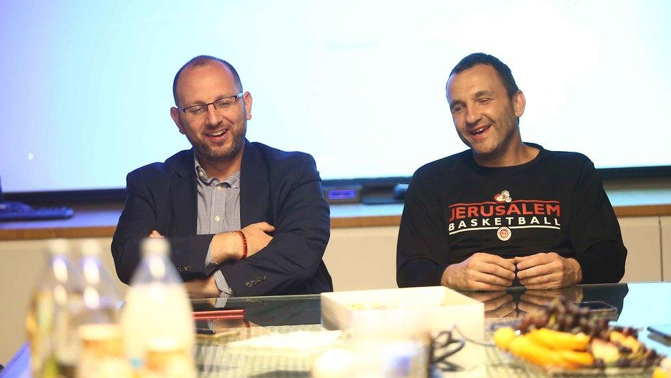אייל חומסקי וגיא הראל (צילום: ראובן שוורץ)