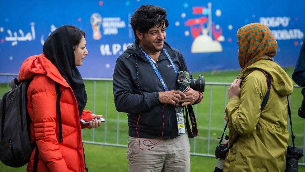 עיתונאים איראנים אימון הנבחרת (צילום: עוז מועלם)