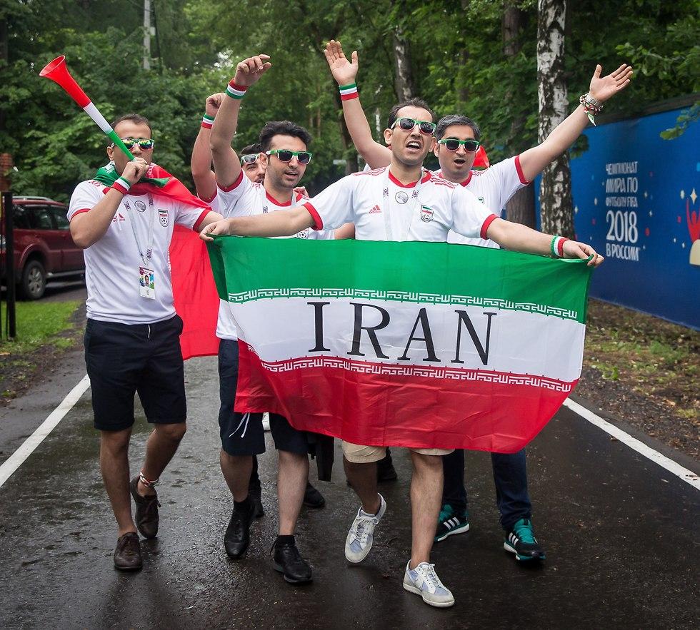 אוהדי איראן באימון (צילום: עוז מועלם)