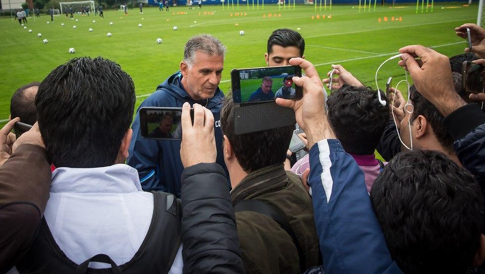קרלוס קירוש באימון נבחרת איראן (צילום: עוז מועלם)