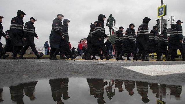 שוטרים ב רוסיה הכנות לקראת המונדיאל (צילום: AP)