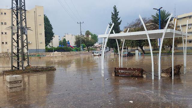 שיטפון גשם גשמים מזג אוויר שדרות הצפה כביש כבישים (צילום: בראל אפרים)