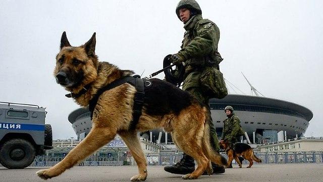 חיילים ב רוסיה הכנות לקראת המונדיאל ()