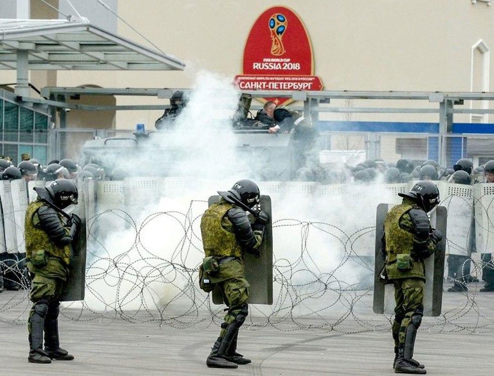 שוטרים ב רוסיה הכנות לקראת המונדיאל ()