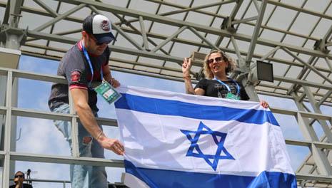 "Израильтяне болеют за своих. Фото: ""Вести"""