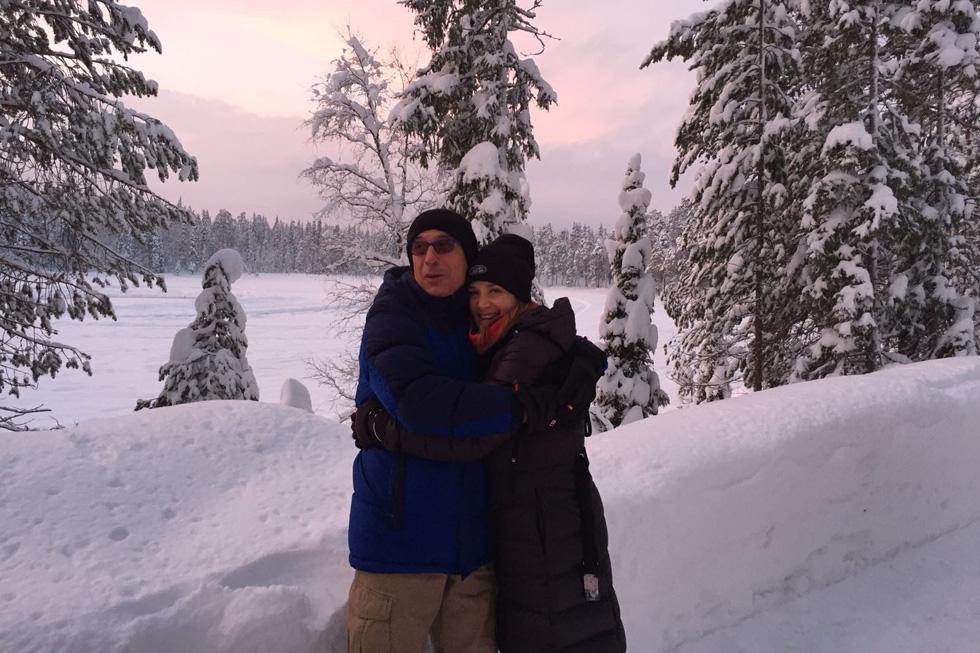 """עם בן זוגה הנוכחי, ראובן, בטיול בלפלנד. """"אמון, ביטחון והכלה"""" (צילום: אלבום פרטי)"""