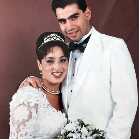 חתונה ראשונה. עמית בחתונה עם גילי, אשתו הראשונה ואם ילדיו (צילום: אלבום פרטי)
