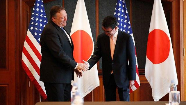 מזכיר המדינה האמריקני נפגש עם שר החוץ של יפן (צילום: EPA)