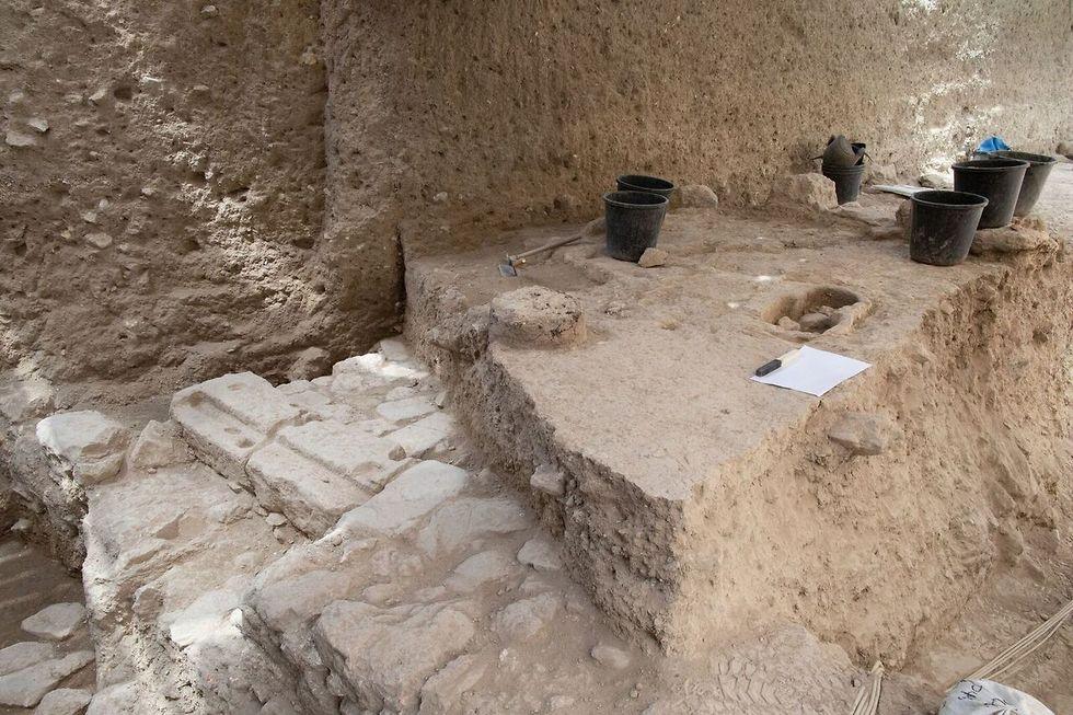 שטח החפירה בו נמצא הקמע (צילום: אליהו ינאי, ארכיון עיר דוד )