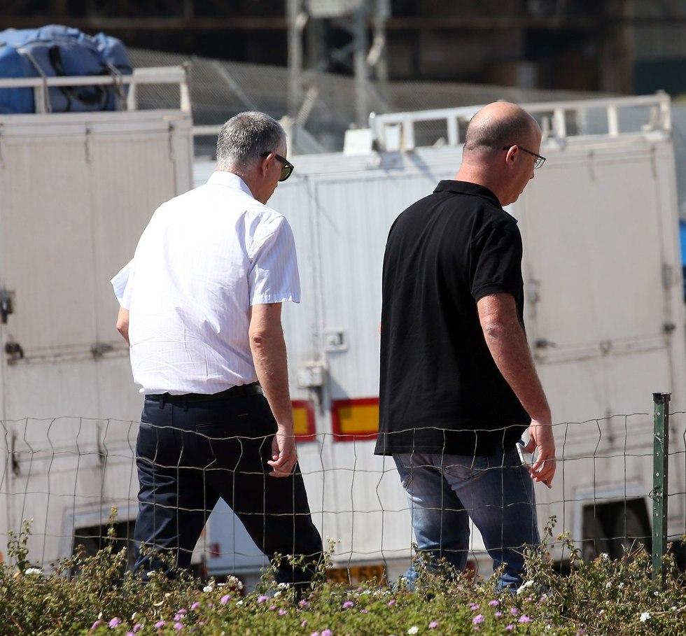 Arnon Mozes (L) arrives at Lahav 433 (Photo: Yariv Katz)
