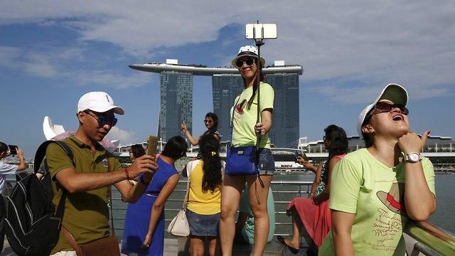תיירים בסינגפור (צילום: רויטרס)