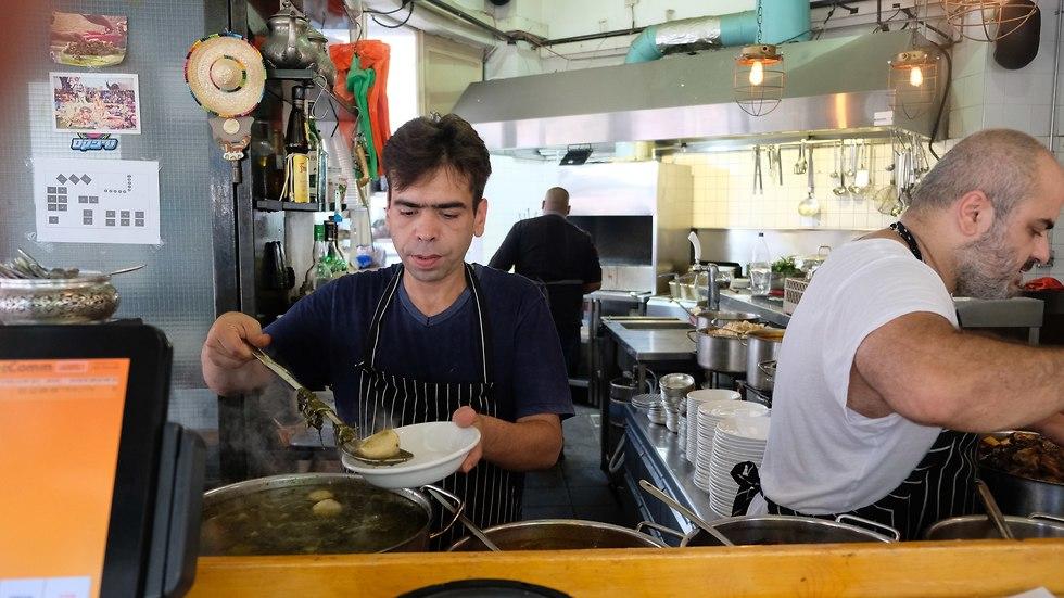 השף רפי כהן במסעדת