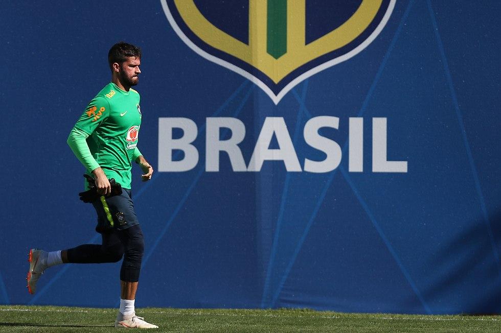 אליסון באימון נבחרת ברזיל (צילום: getty images)