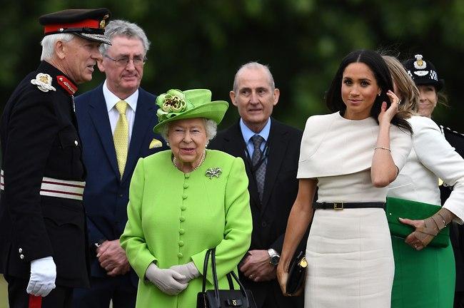 קברת עם הליים. המלכה אליזבת' ומייגן מרקל (gettyimages)