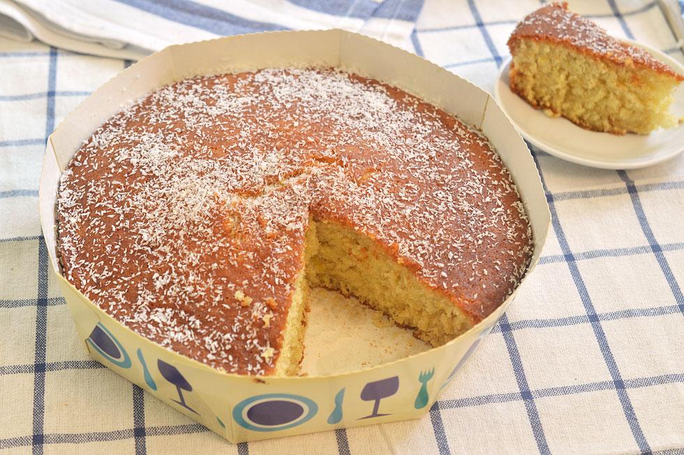 עוגת שקדים בחושה עם מיץ תפוזים וסירופ (צילום: אפרת סיאצ'י)