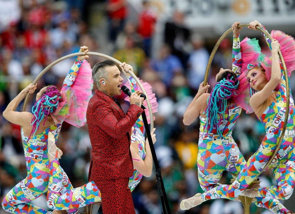 רובי וויליאמס שר בטקס הפתיחה של מונדיאל 2018 ברוסיה (צילום: AP)