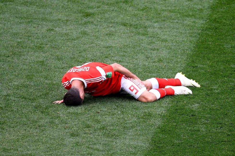 אלן דזגוייב ברגע הפציעה (צילום: getty images)