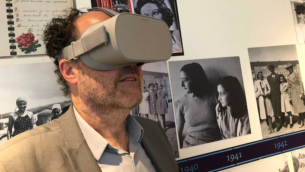 Ronald Leopold, executive director of the Anne Frank House, views a new virtual reality presentation of the secret rooms where she hid from the Nazis (Photo: AP)