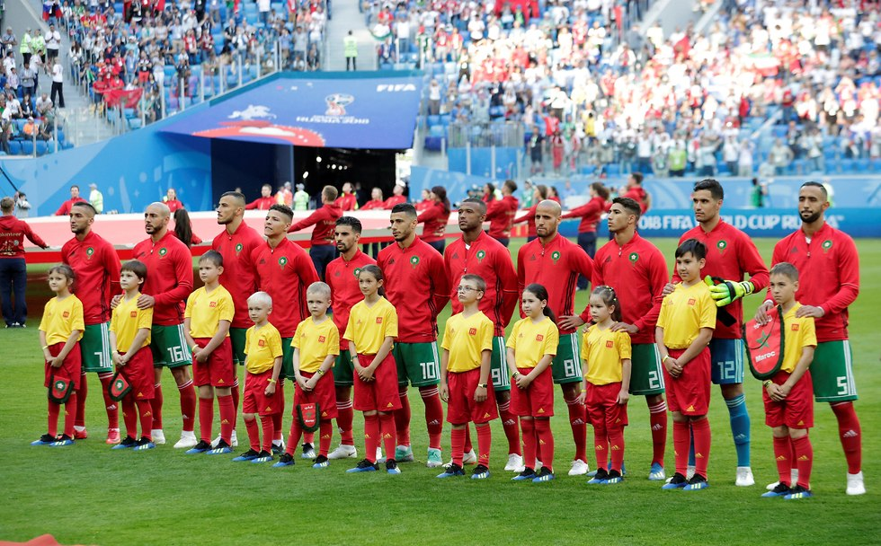 נבחרת מרוקו עומדת בהימנון (צילום: רויטרס)