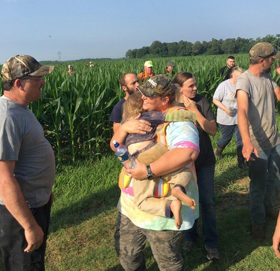 ילדה נמצאה בשדה תירס במיזורי בזכות נביחות של הכלב שלה ()
