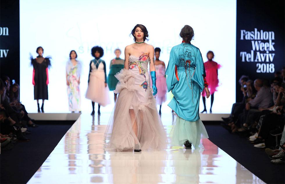 """""""אני מגדירה את הלקוחות שלי כנשים עוצמתיות שרוצות להיכנס לחדר ושכולם יסתכלו עליהן"""". עיצובים של שחר אבנט בתצוגה של חממת המעצבים של מפעל הפיס בשבוע האופנה בתל אביב (צילום: אורית פניני)"""
