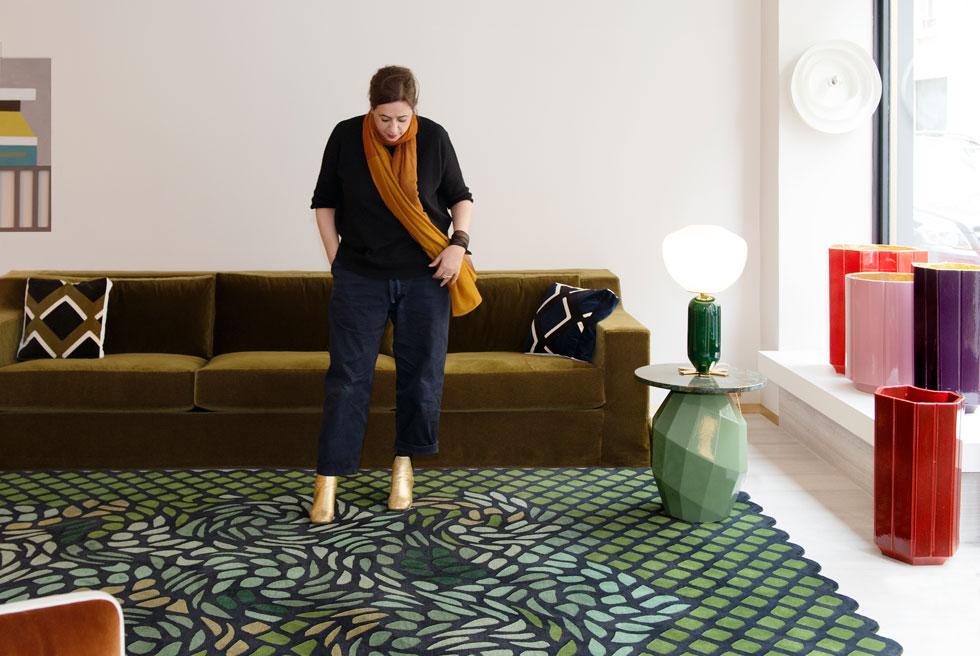 מהדבי על שטיח מקולקציית ''גן עדן'', שהוצגה בשבוע העיצוב האחרון במילאנו. עיצובים אקזוטיים שקיבלו תארים כמו ''גלובליזם שיק'' (צילום: Colombe Clier © )