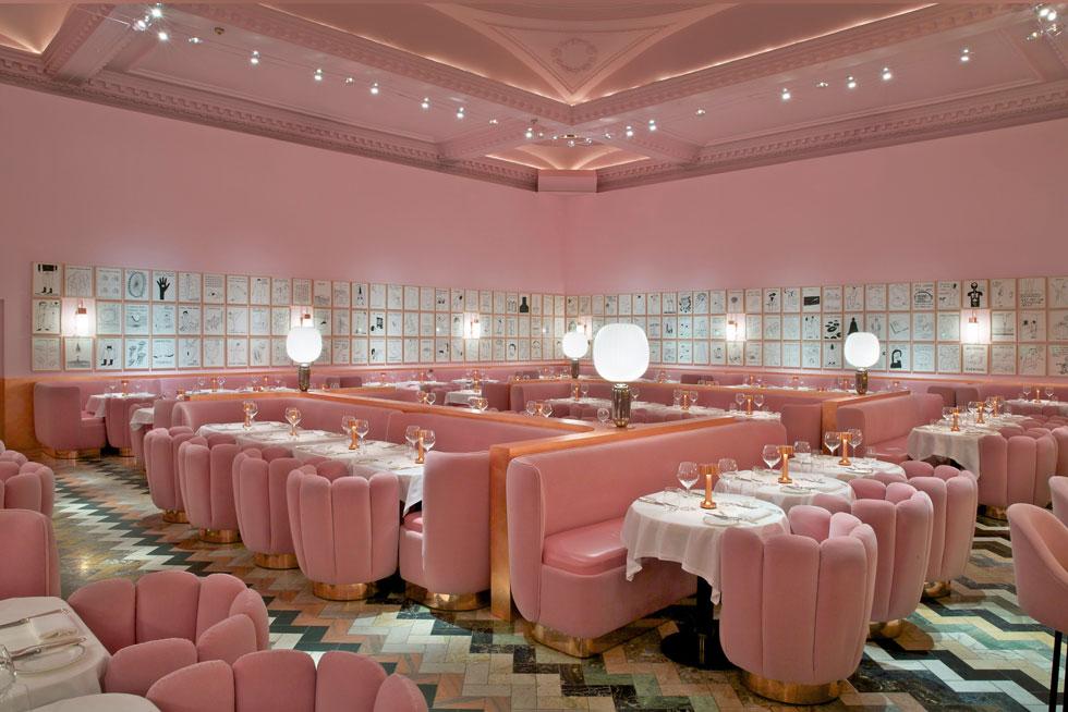 הפרויקט המפורסם ביותר שלה הוא המסעדה במרכז ''סקצ''' בלונדון, שאותה עטפה במאות מטרים של קטיפה ורודה. כך הצעידה את הוורוד לחזית עיצוב הפנים העכשווי (צילום: courtesy of India Mahdavi Studio ©)