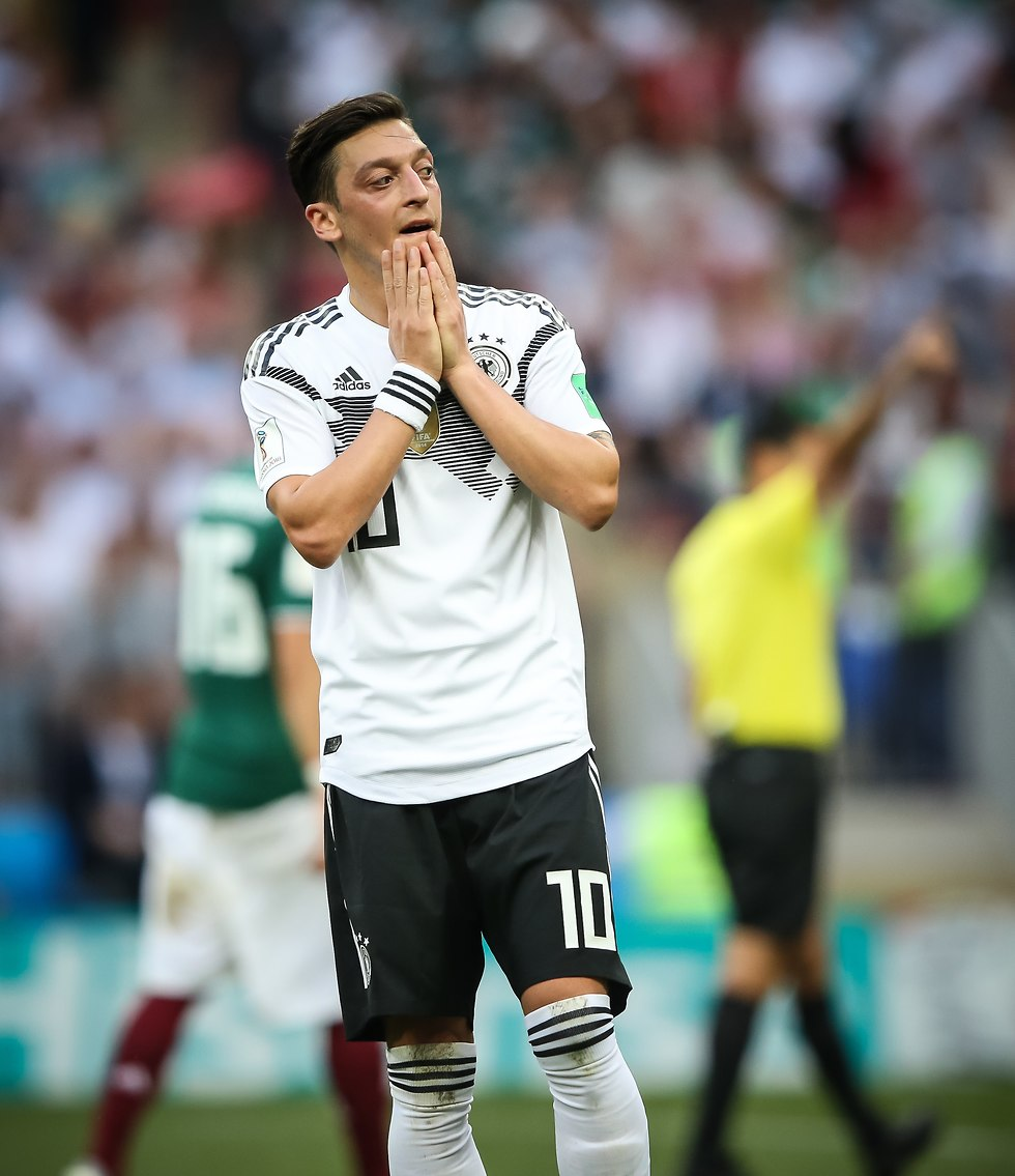מסוט אוזיל מאוכזב בהפסד למקסיקו (צילום: עוז מועלם)