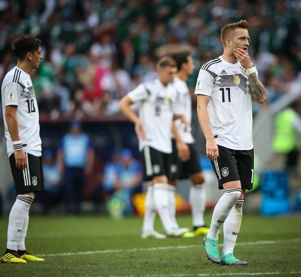 מרקו רויס מאוכזב בהפסד למקסיקו (צילום: עוז מועלם)